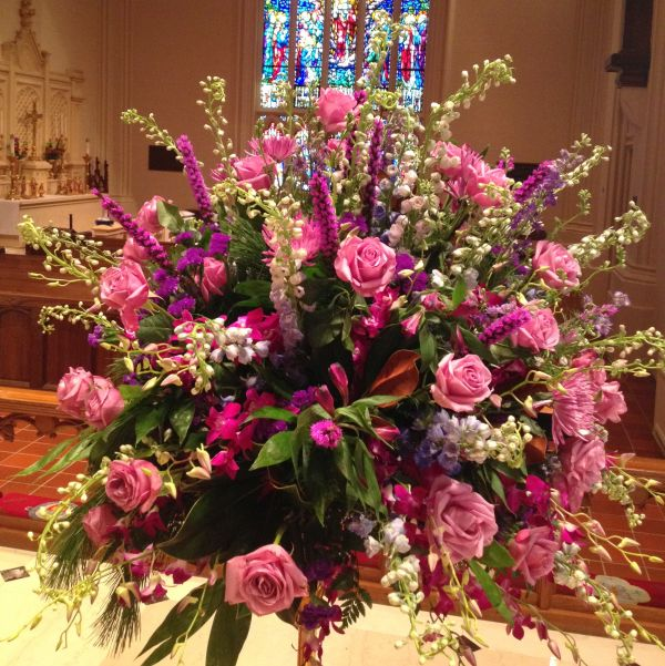 Pulpit Flowers Altar: Saint John's Cathedral